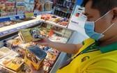 新包裝的滷草魚已在本市Co.opmart上架。