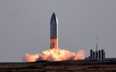 """SpaceX 重型運載火箭""""星舟""""SN8發射。(圖源:路透社)"""