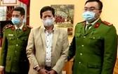 山羅省衛生廳原副廳長沙文圈(中)被起訴。(圖源:阮國)