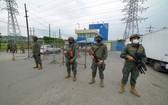 當地時間2月23日,士兵在厄瓜多爾瓜亞基爾發生暴亂的監獄外警戒。 (圖源:新華社)