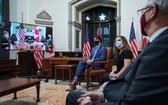 加拿大總理特魯多(右三)與美國總統拜登團隊視頻會議。(圖源:Getty Images)
