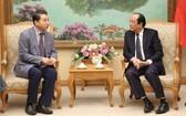 政府辦公廳主任梅進勇部長(右)接見越南守添Lotte Properties總經理李康雨。(圖源:VGP)