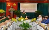 國防部長吳春歷大將(中)在會上發表講話。(圖源:春強)