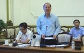 市委副書記阮胡海(站)主持會議並發表指導意見。(圖源:黎叉)