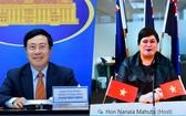 外交部部長范平明(左圖)與新西蘭外交部長納納婭‧馬胡塔舉行視像會談。(圖源:外交部)