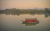 乘坐遊船觀賞香江美景