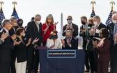 美國眾議院通過刺激經濟方案, 拜登稱民眾歷史性勝利。(圖源:AP)