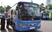 本市民眾乘坐巴士。