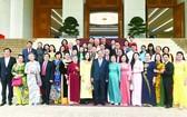 政府總理阮春福與韋阿英基金代表團合照。(圖源:光孝)