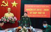 越南人民軍總政治部主任、中央軍委檢委會主任梁強大將主持會議並發表講話。(圖源:明孟)