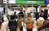 東北新幹線列車在地震後,暫時停運。(圖源:AP)