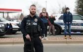 警察在現場戒備。(圖源:路透社)