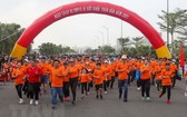 2021年為全民健康奧林匹克跑步日出發時的氣氛充滿活力。(圖源:越通社)