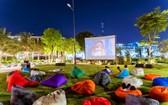 每個週末居民可以在露天電影院看電影(實景圖)