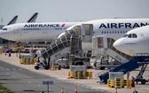 停在巴黎北部戴高樂機場的法航飛機。(圖源:互聯網)
