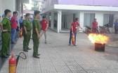 在居民區進行消防演習。