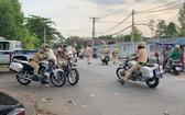 市公安交警力量圍捕飆車對象。