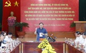 國會主席王廷惠(中)在會上就海防市換屆選舉籌備工作發表指導意見。(圖源:越通社)