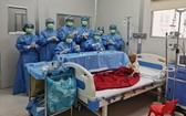 手術成功後的醫療團隊及病童。(圖源:院方提供)