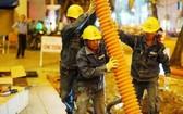 電工隊伍正對街道電網地下化工程施工中。(示意圖源:進明)