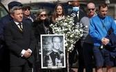 當地時間2021年4月17日,英國倫敦,菲利普親王葬禮舉行,英國民眾默哀一分鐘,悼念菲利普親王。(圖源:互聯網)