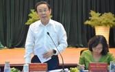 市委書記阮文年(左)在會上發表結論性意見。(圖源:喬峰)