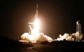 """SpaceX """"龍""""飛船成功發射載人升空送上國際空間站。(圖源:路透社)"""