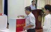4月17日,市人民議會代表們在第三次協商會議上就新一屆國會代表及市人民議會代表候選人名單進行了無記名投票。(圖源:清泉)
