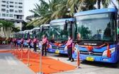 本市 4條豪華巴士線投入運營儀式現場。(圖源:朱福)