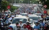 交通堵塞是造成空氣污染的主因之一。