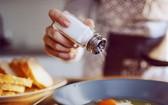 世界衛生組織建議的成人每日鈉攝入量為2克,相當於每日5克鹽,但目前全球大多數人口的攝入量幾乎都是推薦量的兩倍。(示意圖源:互聯網)