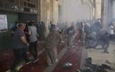 10日,巴勒斯坦示威者與以色列警員在耶路撒冷阿克薩清真寺發生衝突。(圖源:AP)