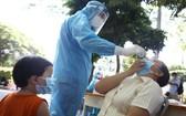 為主動防疫,本市已在娛樂場所、車站隨機採樣檢測新冠病毒。