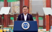 """5月13日,在三星電子平澤工廠,韓國總統文在寅出席""""K—半導體戰略報告大會""""並發言。 (圖源:韓聯社)"""