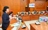 國會代表與市人民議會代表女候選人聆聽市人民議會原主席范芳草分享競選經驗。