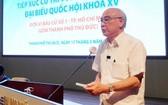 市委宣教處主任潘阮如奎在接觸會上回答選民的提問。(圖源:秋紅)