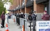 當地時間5月12日,美國紐約大都會棒球隊主場花旗球場新冠疫苗接種點,民眾排隊接種疫苗。(圖源:互聯網)