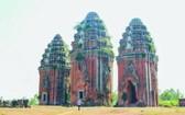 建於十三世紀一共3座的楊隆占婆塔群。