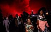 當地時間23日凌晨,許多當地居民逃至鄰國盧旺達。(圖源:互聯網)