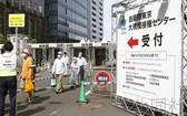 日本自衛隊在東京和大阪運營的面向老年人的新冠疫苗大規模接種中心今24日啟動。(圖源:共同社)