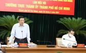 中央內政部長潘廷擢(左)在會議上發言。(圖源:T. Huyền)