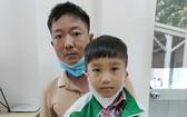 蘇金方帶兒子蘇鴻光來求助。