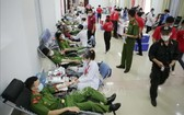 萊洲省熱心的青年志願者踴躍參加捐血救人奉獻愛心。(圖源:越通社)