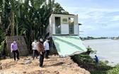 安江省領導親往視察安富鎮安盛村的坍塌事故現場。(圖源:安江新聞網)