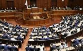 日本眾院全體會議現場。(圖源:共同社)