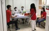 各志願者登記參加試驗注射國產疫苗。