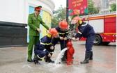 職能力量檢查消防設備安全。(圖源:消防警察局)