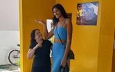 身高207公分的巴西女模特兒ElisaneSilva。(圖源:互聯網)
