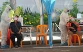 泰國近期工地群聚感染嚴重,巴育政府下令收緊防疫措施,關閉工寮、暫停餐廳內用餐。(圖源:AP)