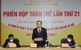 國會常務副主席陳清敏(中)在會議上發表講話。(圖源:H.L)